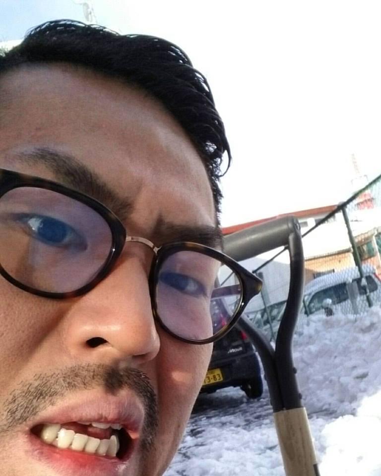 駐車場を雪掻き作業中
